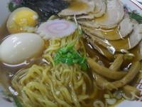 「チャーシューメン【黒醤油】(800円)+半熟玉子(100円)」@向嶋 だるまの写真