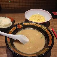 「ラーメン+替え玉+ご飯」@天然とんこつラーメン専門店 一蘭 京都八幡店の写真
