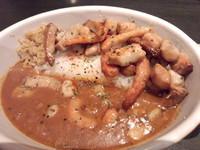 「燻製カレー(スタンダード・燻度3)小盛+燻製シーフード」@燻製カレー くんかれ 日本橋人形町店の写真