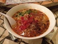 「トマトとん骨・坦々麺 + かえ玉 + にんにく」@クアトロ ヴァジーナの写真