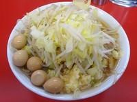 「小ラーメン(650円)+うずらの卵(100円)ヤサイニンニク」@ラーメン二郎 茨城守谷店の写真