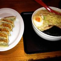 「(10食限定)白そば¥680+半ライス¥100+餃子(クーポン)」@麺創 宮本の写真