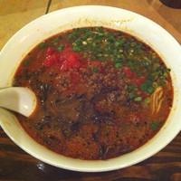「赤辛トマト担々麺」@クアトロ ヴァジーナの写真