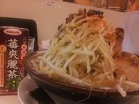 「ラーメン小 麺少な目 野菜増し 背油増し 680円+100円」@丸十の写真