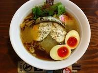 「冷やし煮干しらーめん+味付け玉子」@煮干しらーめん 四代目 玉五郎 鶴橋店の写真