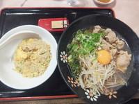 「徳島風ラーメンAセット871円(焼き飯)」@餃子の王将 四条大宮店の写真