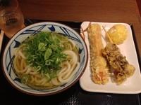 「冷かけ・並+ちくわ天+まいたけ天+半熟たまご天(¥580)」@丸亀製麺 大和店の写真