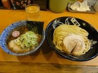 「つけ蕎麦800円 麺少なめサービスチャーシュー1枚」@中華蕎麦 とみ田の写真