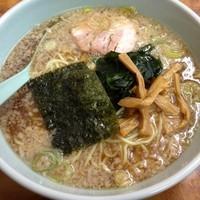 「ラーメン(麺固め アブラ多め)390円 モツ煮セット 30」@ラーメンショップ 藤岡店の写真