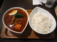 「チキン(赤・炙り鶏・辛さ2倍):1000円」@スープカレー屋 鴻 神田駿河台店の写真