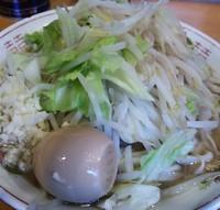 「小ラーメン(野菜・ニンニク少な目・硬味玉) 650円」@豚星。の写真