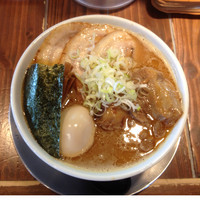 「肉盛りラーメン 900円+味玉(ばんばん券)」@麺屋 幡 弘前店の写真