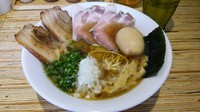「特製醤油煮干しそば(細麺)」@NOODLE STOCK 鶴おかの写真