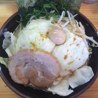 「ラーメン・並 ¥650、もやキャベ ¥100」@横浜ラーメン 湘家 江木店の写真