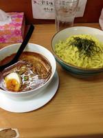 「炙りチャーシューカレーつけ麺」@魔女のカレーの写真