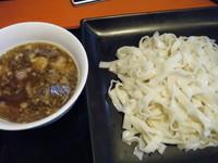 「つけ麺(一玉)300円+大盛チャンポン500円ほか」@めんけんの写真