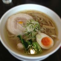 「鶏だし塩ラーメン(太麺変更)大盛」@吉田商店の写真