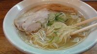「らぁめん(塩)」@ラーメン 月麺の写真