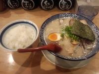 「博多らーめん全部のせ(バリ)+小ライス」@博多ラーメン 鶴亀堂 勝川店の写真