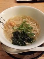 「半塩ラーメン餃子3個セット240円」@支那そばや イオンレイクタウン店の写真