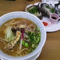 「【長月の一杯】かけ蕎麦With活天然本岩牡蠣+秋の香り」@MENYA 食い味の道有楽の写真