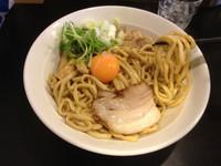 「油そば(卵黄入り)」@音麺酒家 楽々の写真