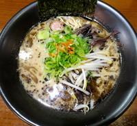 「黒マー油豚骨らーめん」@細麺屋 くわとろの写真
