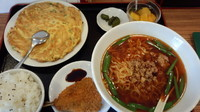 「日替わりランチ(台湾ラーメン、ニラ卵炒め)=700円」@台湾料理 龍華の写真