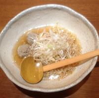 「和風ねぎラーメン 600円+鶏皮ギョウザ520円」@味遊酒房 花ひらいての写真