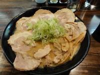 「味噌チャーシュー大盛麵硬/脂多め ビール」@麺処 繋-Guの写真
