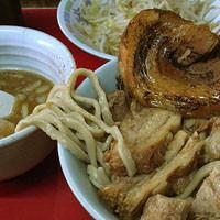 「たま小つけ麺豚入り+巻ちゃぁ(麺少なめ、ヤサイ)」@蓮爾 登戸店の写真