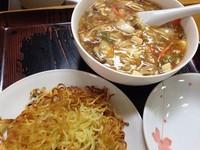 「酸辣湯麺 かたやきそば」@ポッポラーメンの写真