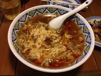 「プレミアムスーラータンメン 太麺」@中国ラーメン 揚州商人 稲毛海岸店の写真