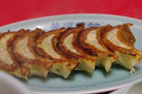 「焼き餃子6個300円」@黄河菜館の写真