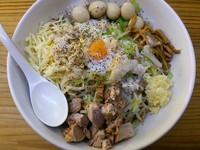 「油そば(ガッツリ系、野菜マシ、アブラマシ)+味玉」@剛田製麺店 太田店の写真