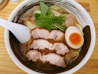 「鶏肉ときのこの醤油ラーメン(メルマガ限定メニュー)」@濃厚ラーメン じゅんの写真