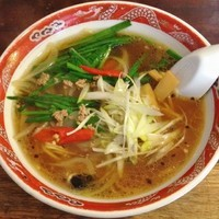 「辛口ラーメン」@餃子と麺 いせのじょうの写真
