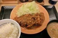 「鶏の唐揚げキーマカレー定食\724」@かつや 浅草店の写真