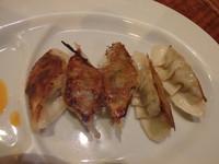 「餃子(200円)」@西新 海豚やの写真