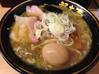 「味玉ラーメン (850円)」@天然豚骨醤油 らーめん玉 超大吉 上野店の写真
