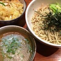 「【1/4,限定】鶏豚骨つけ麺+特製チャーハン」@鶏の骨の写真