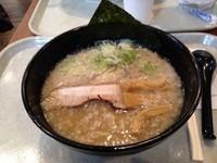 「とんこつ醤油ラーメン かため」@麺大将の写真