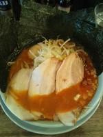 「辛ラーメン(全部のせ)」@横浜醤油豚骨ラーメン 銀十の写真