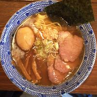 「鶏塩ら〜麺+味玉」@つけ麺 志こつの写真