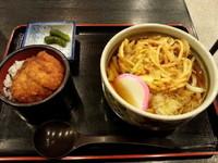 「温かいうどんセット850円」@登利平 高崎モントレー店の写真
