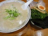 「東京とんこつ・醤油・背脂多め」@赤坂屋 前橋吉岡店の写真