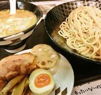 「濃厚毛ガニ豚骨つけ麺(大盛同一料金)850円」@秋刀魚だし 黒船の写真