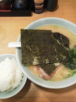 「ラーメン並盛¥650+白めし(ランチサービス)」@豚骨醤油らーめん 浅草隊の写真