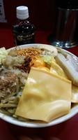 「まぜそば大盛り(麺マシ+全マシ)+チーズ」@ジャンクガレッジの写真