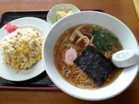 「日替ランチ(ラーメン+チャーハン)700円」@かねます食堂の写真